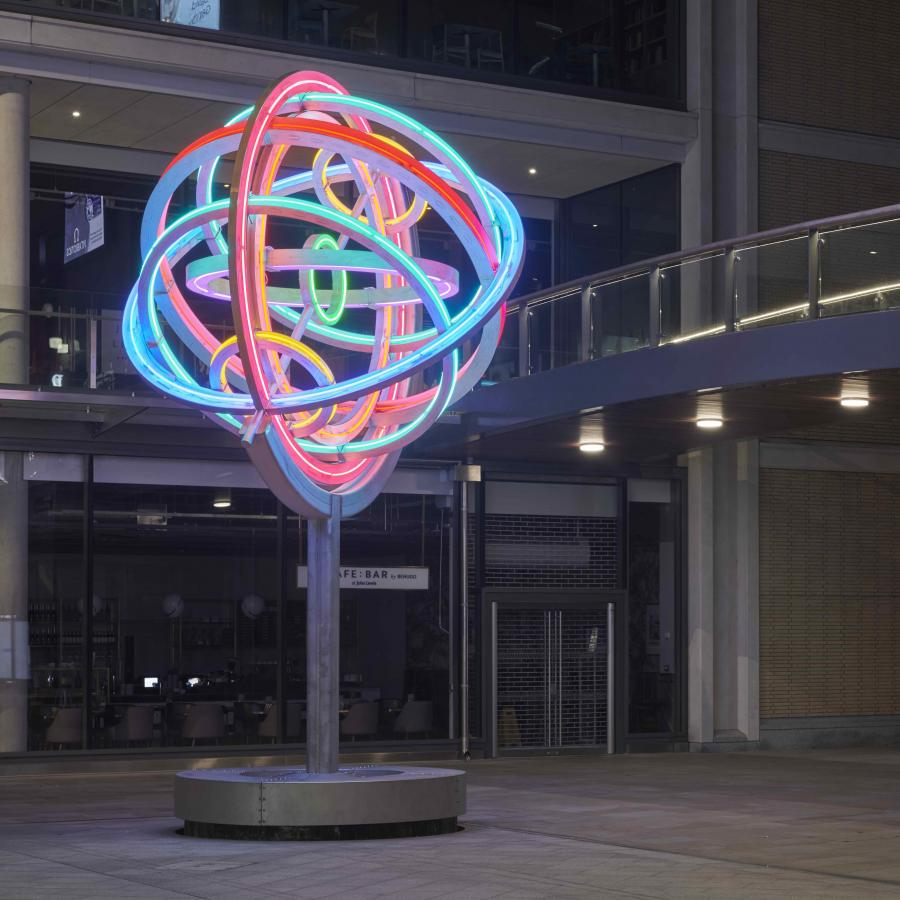 David Batchelor, Homage to Doctor Mirabilis, 2018. Leiden Square, Westgate Oxford. Image credit: Ben Westoby
